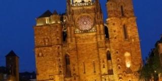 Trois «base jumpers» sautent à minuit de la cathédrale de Rodez